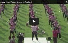 Hoelahoepdansers zetten een wereldrecord neer in Thailand