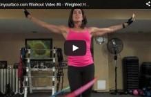 Workout met een verzwaarde hoelahoep
